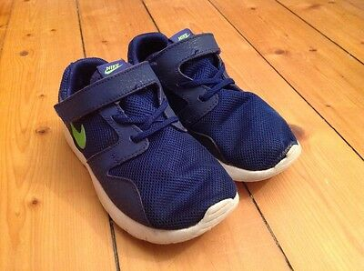 Boys Nike trainers Infant Size UK 9.5 Euro 27
