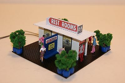 Ho Scale Slot Car Scenery / Accessory / RACEWAY RESTROOM BUILDING ,,, LIGHTED