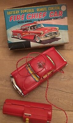 VINTAGE TIN PLATE FIRE CHIEF TOY CAR With Siren And Flashing Dome Light