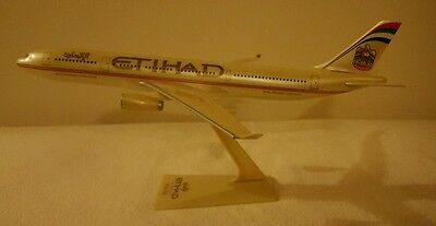 Etihad Airways model Airbus A330-200 aircraft (scale 1:200)