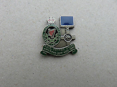 Royal Ulster Constabulary  George Cross Tie tac