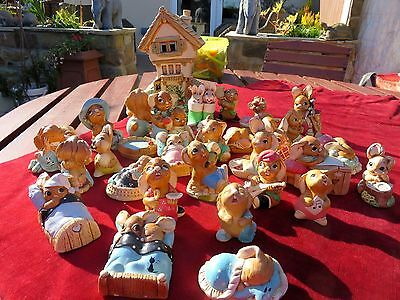 PENDELFIN POTTERY CASTLE TAVERN + 31 rabbit characters figurine collection