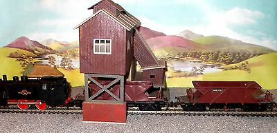 MODEL RAILWAY HOPPER BUILDING with LOCO  and 2 Hopper WAGONS - 00 Gauge