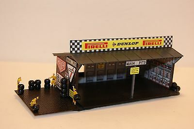 Ho Scale Slot Car Scenery / Accessory / 4 BAY  PIT STOP GARAGE,CREW,LED LIGHTED