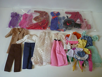Lot de 14 tenues + accessoires / Vetements Barbie Fashion Vintage.