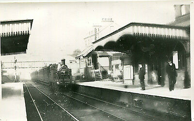 Postcard size photograph Great Northern Railway GNR G Class 0-4-4T loco No 822