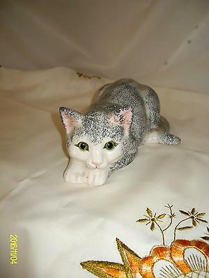 """Grey & white  STAFFORDSHIRE """"JUST CATS & CO"""" CERAMIC FIGURE Green Glass Eyes"""
