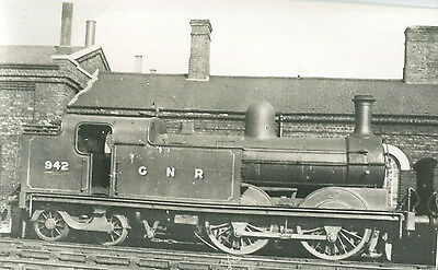 Postcard size photograph Great Northern Railway GNR G Class 0-4-4T loco No 942,