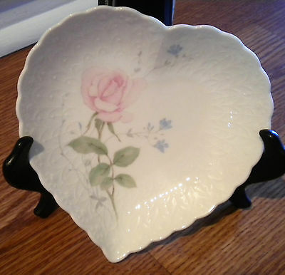 """Mikasa Porcelain Heart Shaped Porcelain Trinket Dish Candy Bowl Rose """"With Love"""""""