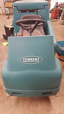 Tennant 7100 Riding Scrubber