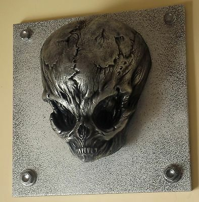 ALIEN GREY in its most malevolent form.......exclusive Wall Mount