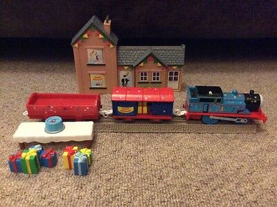 Tomy trackmaster thomas the tank engine birthday train and station set