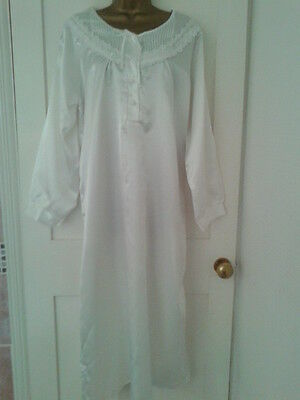 Vintage Style White Lace siIky shiny long nightie, night dress 14-16