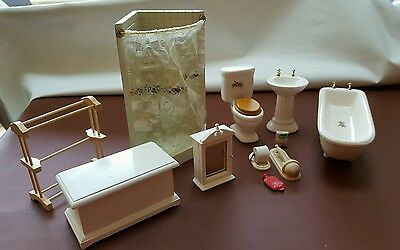 Doll's house bathroom furniture mixed lot 1:12 scale