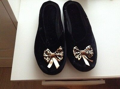 Womans Slippers Size 39