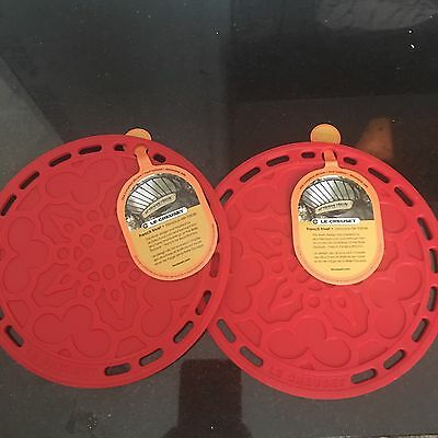 """LOT 2 Le Creuset NWT cherry red Silicone French Trivet 8"""" Round Pot Pan Holder"""