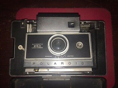 Vintage Polaroid 250 Automatic Land Camera, Carrying Case, Flash Bulbs, + More!!
