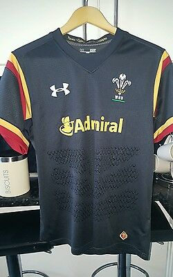 Wales rugby shirt mens size small