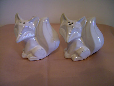 An Unusual Pair Of Novelty Salt And Pepper Pots - Foxes