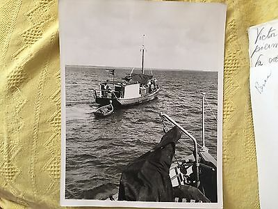 CUBA TYPICAL WORKER FISHERMAN BOAT CUBAN FLAG VINTAGE PHOTO 1950s
