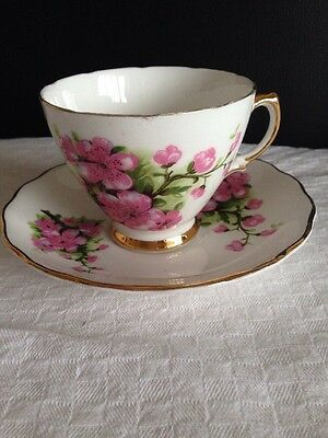 Pretty Vintage Royal Vale Tea Cup And Saucer