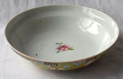C19Th Chinese Bowl With A Floral Pattern Within A Border