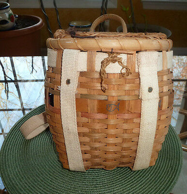 VINTAGE Adirondack Fishing Creel Backpack Woven Willow Basket Straps Cabin Fish