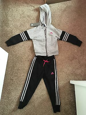 Girls Adidas Tracksuit Size 4-5 Years Brand New