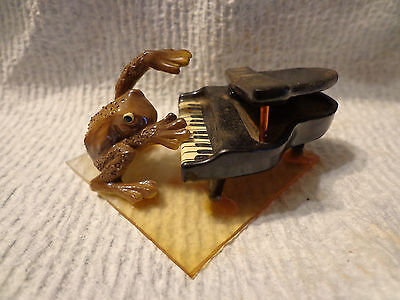 Vintage FROG PLAYING PIANO Miniature Novelty Mini Figurine