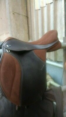 16.5 brown Thorowgood CHANGEABLE GULLET pony club saddle