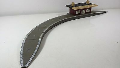 Hornby OO Curved platform station for Model Railways