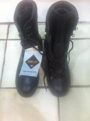 Genuine British Army Extreme Cold Weather Goretex Boots Size 8M