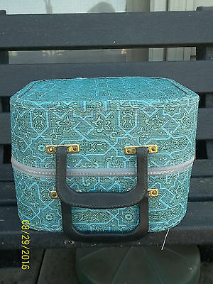Vtg 1950/60's Travel Carry Case Wig Hat Box with Stand, 2 Mannequin Heads, 1 Wig