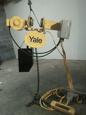 Yale 1 Ton Electric Chain Hoist With Motor Driven Trolley