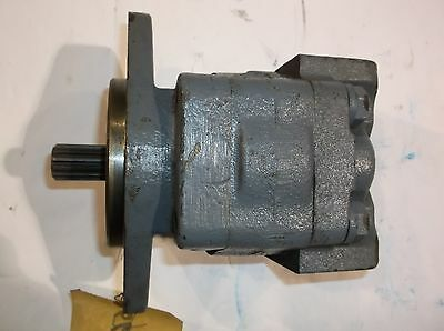 NEW OEM Parker CIC Hydraulic Motor P315-1-1/4 Barko Part # 560-02026 NOS Parts