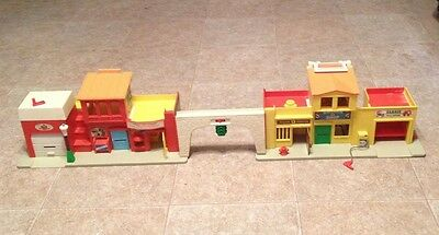 Vintage Fisher-Price Little People Play Family Village
