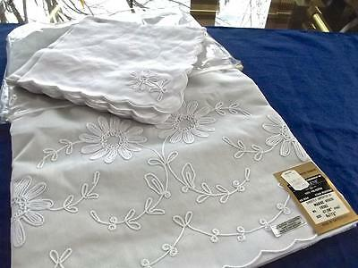 Vintage Unused White Swiss Tambour Embroidered 67x88 Oval Tablecloth 8 Napkins