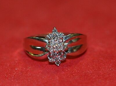 LQQK GORGEOUS 10K Yellow GOLD RING REAL DIAMOND Cluster size 6.5 Must See!