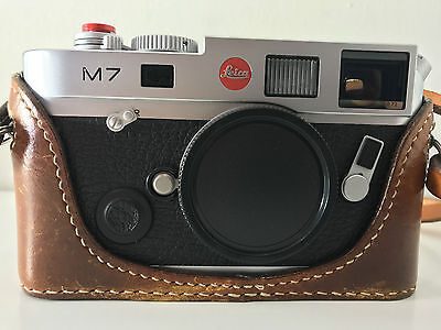 EXC++ Leica M7 0.72 Silver 35mm Film Camera with box and extra JnK leather case