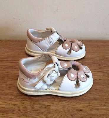 Clarks Baby Girls White Leather Sandals in Infant Size 4 F
