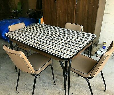 Retro kitchen table with 4 origional chairs