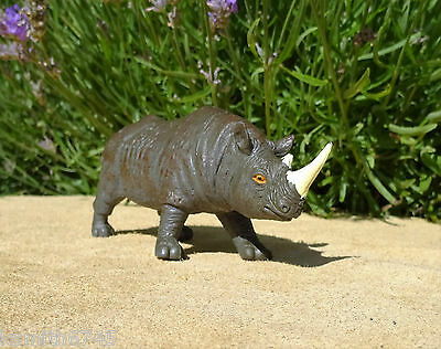 1998 RHINOCEROS Hollow plastic toy figure WILD ZOO AFRICAN ANIMAL model RHINO