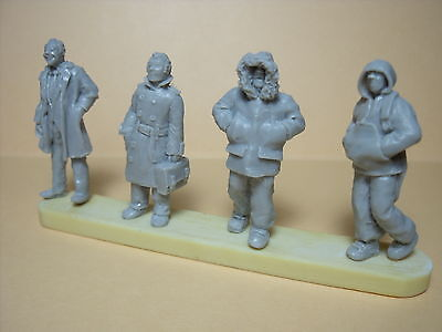 4  Figurines  1/43   Set 177  Le  Grand  Froid  Vroom  A  Peindre
