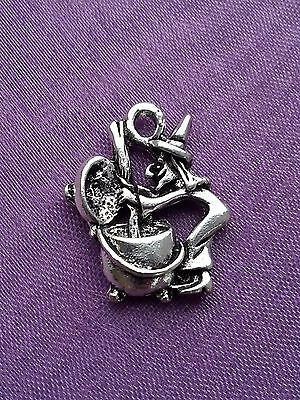 10 x 3D Witch and Cauldron Magic Spell Silver Charm Pendant 19mm Pagan Wiccan