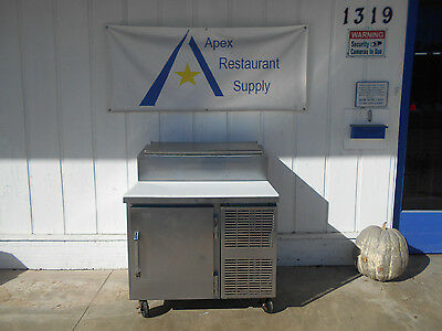 Victory V Line Sandwich/Salad/Pizza Prep Table w/Refrigerated Base #1945