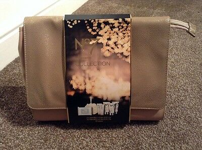 No7 The Weekend Collection Travel Brand New Gift Bag