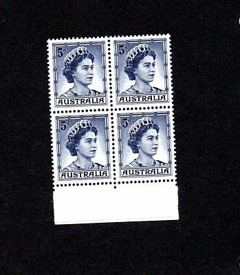 Australia - 1959 SG314 5d - block of 4 mint  postage stamps