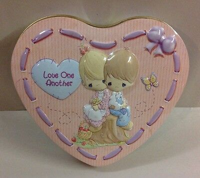 """Precious Moments Heart Shaped Tin """"Love One Another"""" 2003 Valentine's Day Candy"""