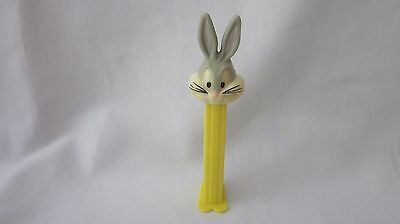 PEZ  Footed Bugs Bunny Candy Dispenser   4.9 Hungary      (z1115)