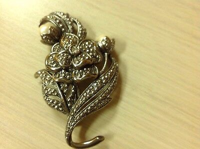 KENNETH JAY LANE  for Avon FAUX BAROQUE Pearl and Marcasite Flower BROOCH MINT